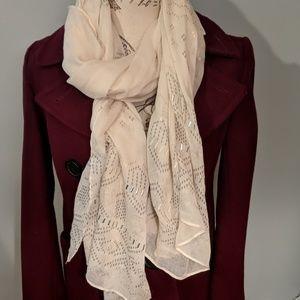 White detailed scarf